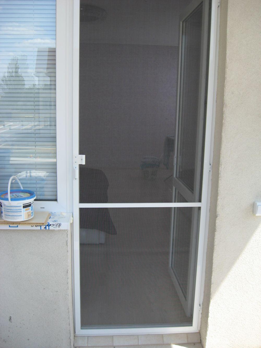 Москитная сетка на дверь балкона.